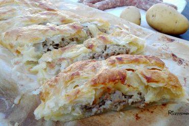 pasta sfoglia con salsiccia, stracchino e patate